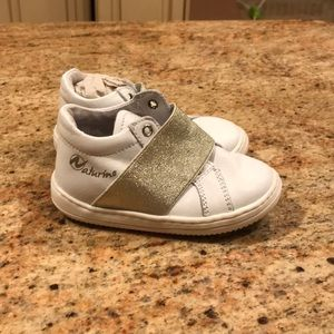 Brand new baby girl maturing sneakers size 21